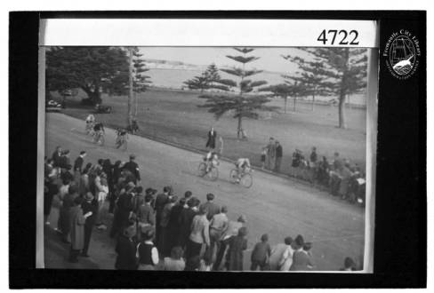 Bicycle_racing_at_Fremantle_Esplanade
